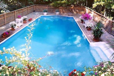 Beautiful Hamptons Getaway w/ Pool - Sag Harbor - House