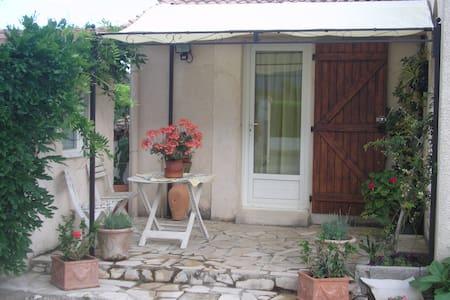 studio avec cuisine équipée - Ghisonaccia