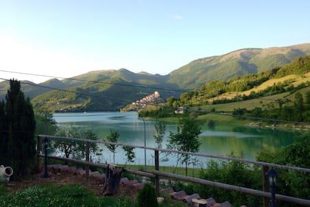 Casale in pietra sul Lago