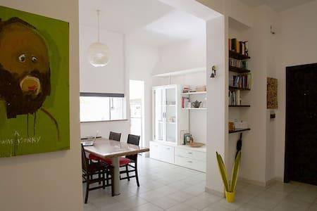 Ampia stanza matrimoniale/ Big double bedroom - Sassari