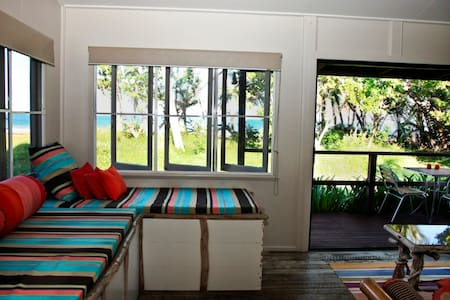 Absolute Beachfront Cottages - Mission Beach - Haus