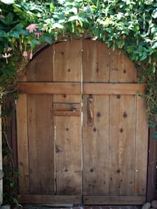 Secret Garden Room in Carmel - 단독주택