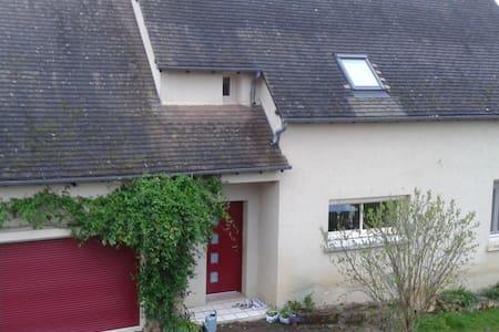 Belle chambre Vallée de la Dordogne - Saint-Michel-de-Bannières - House