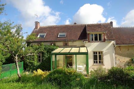 Charmante maison à10km de Joigny - Sépeaux - Dům