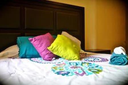 habitacion con cama queen - Playa del Carmen - Apartment