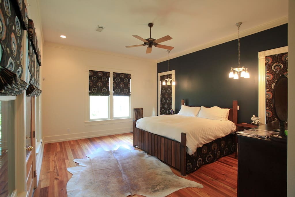 Large master bedroom with king size bed and entry to screened porch