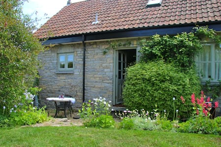 Rural cottage in peaceful location