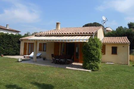 Villa provençale avec jardin - Ev