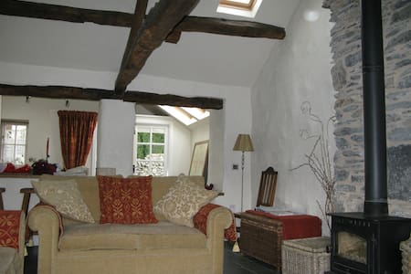 Restored Lakeland cottage - Staveley - House