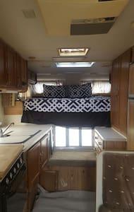 Camping on a RV on a Horse Ranch - San Bernardino - Campingvogn