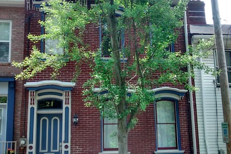 Victorian Rowhouse, City Walk - Pittsburgh - House