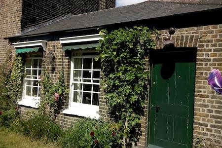 Charming, cozy garden flat in Kew - Richmond