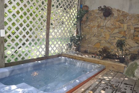 Walk to town~hot tub~private~wi-fi~ - 一軒家