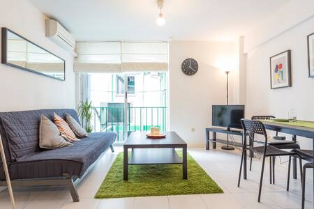 Cozy bright central flat in GranVia