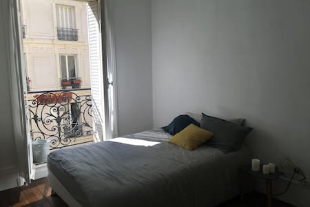 Private room in a lovely typical parisian flat - Paris - Apartment