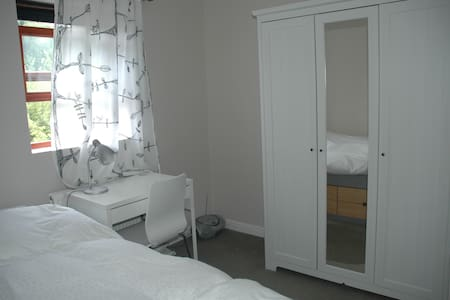 Bright single room -Egyptian cotton - Oxford