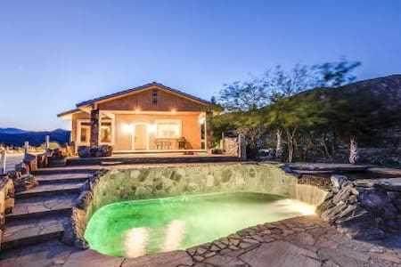 TRANQUIL LUXURIOUS, HILLTOP POOL/SPA HOME & BBQ - Casa