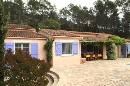 Belle propriété Provencale, piscine privée et WIFI - Entrecasteaux - Villa