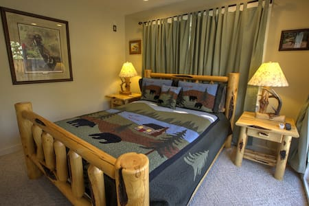 Private Room Located Downtown Ojai