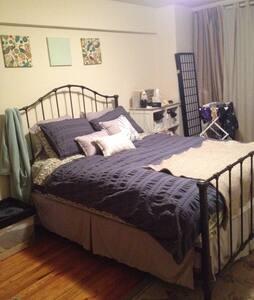 Sunny, quiet 1-bedroom