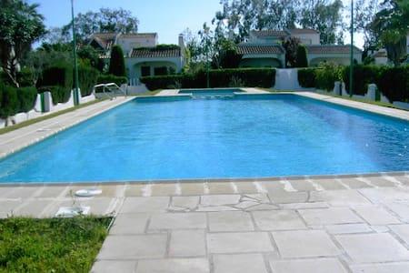 Casa con jardín primera línea playa - Casa