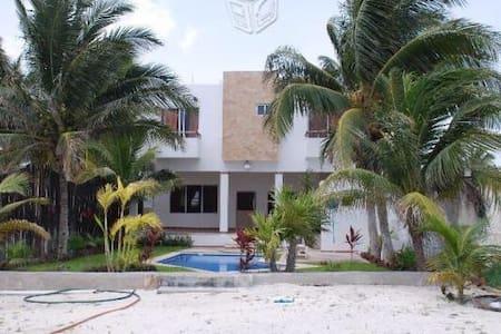 Casa en la playa con vista al mar - Huis