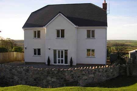 Hills Court B&B - Reynoldston - Bed & Breakfast