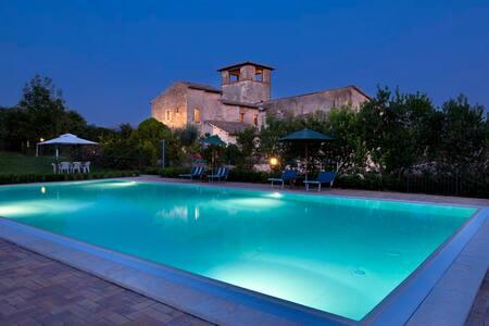 Casa rossa appartamento La Cantina Spoleto piscina - Castel Ritaldi - Wohnung