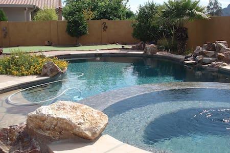 Private Pool, Spa & Putting Green - Marana