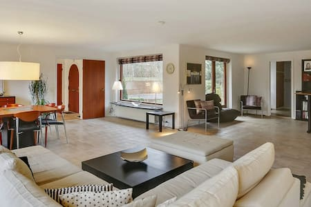 Large villa with charming garden - Gentofte - Villa