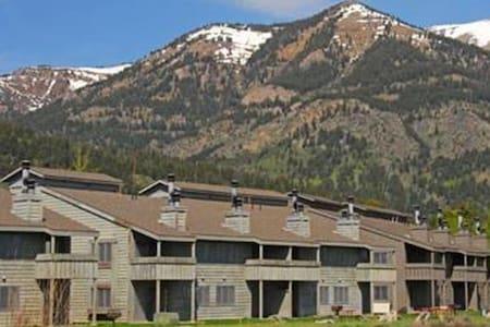 Mountain Maple  - 2BR Condo #3 - Apartament