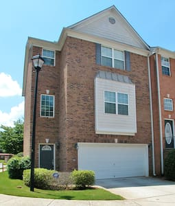 Norcross Luxury Townhome - Townhouse