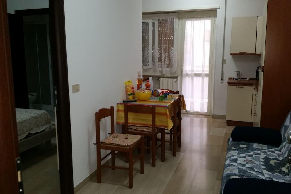 angolo cottura, situato nel soggiorno