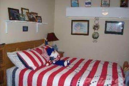 Cozy Spacious Room - House