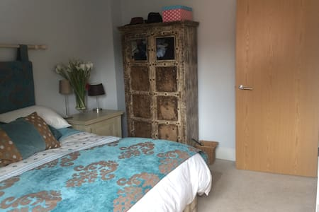 Town House Stay in Leatherhead - Leatherhead