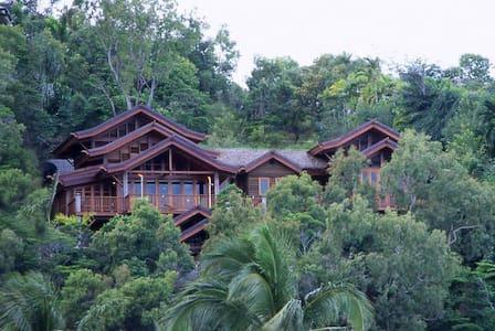 Villa Empat Puluh Dua - Port Douglas