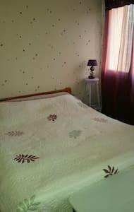 Chambre dans petite maison bourg - Augan