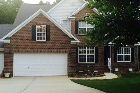Welcome to our home! We have a three bedroom, three bathroom single family home overlooking the 13th hole at Eagle Ridge Golf Course. Our private rooms and bathroom for rent are upstairs and our home is less than 10 miles from downtown Raleigh.
