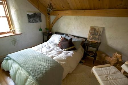Timber Frame Straw Bale Rural home - Steinbach - Hus