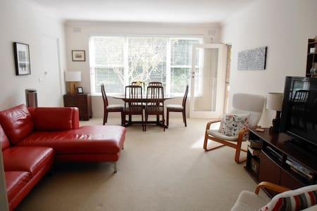 Sunny & quiet 2 bedroom in MonaVale - Apartamento