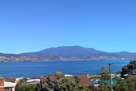 Stunning views of Hobart City - Rumah