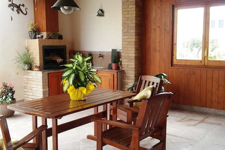 Nice and cozy house close to the Ebro river! - House