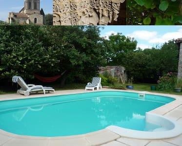 Gîte avec piscine en Saintonge - Montpellier-de-Médillan - Ev
