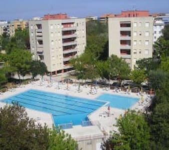 Appartamento con uso piscina - Lägenhet