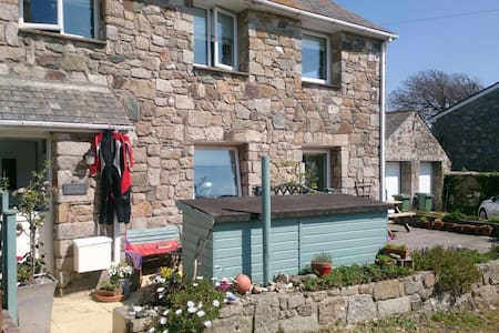 HAPPY BEACH COTTAGE - CORNWALL UK - House