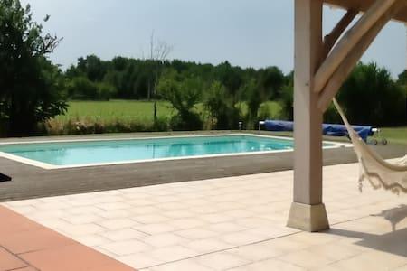 Spacious house w/ garden and pool - Monsempron-Libos