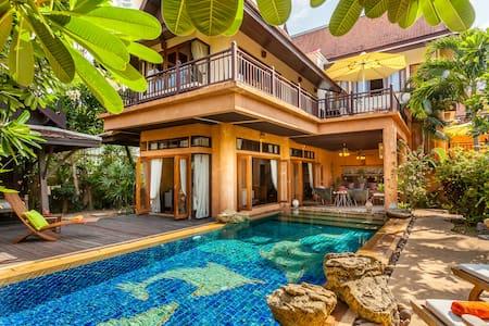 Dasiri Dharawadi Thai Bali Villa