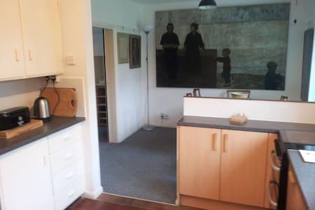 Single room in arty house - Cambridge - House