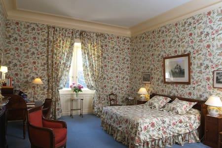 Bella camera con splendido bagno - Castello