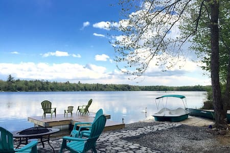 Lakefront in the heart of Poconos - House